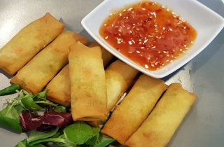 Crispy vegetable spring rolls